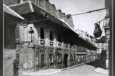 Iskola utca és Vám utca sarok