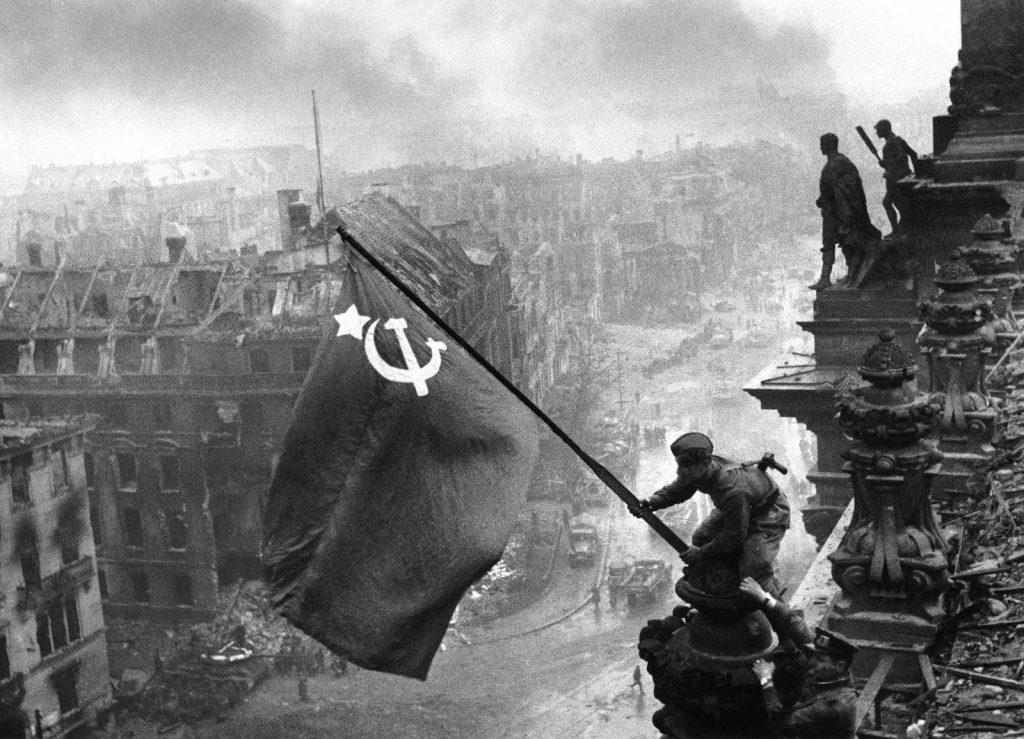 Szovjet zászló a Reichtag-on